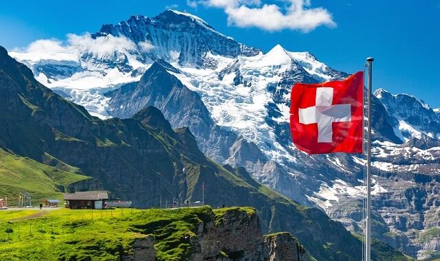 https://www.acxias.com/wp-content/uploads/2021/03/Suisse-montagne-drapeau.jpeg